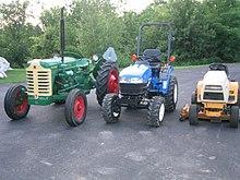 220px-Farm_Tractor_vs_CUT_vs_Garden_Tractor.jpg